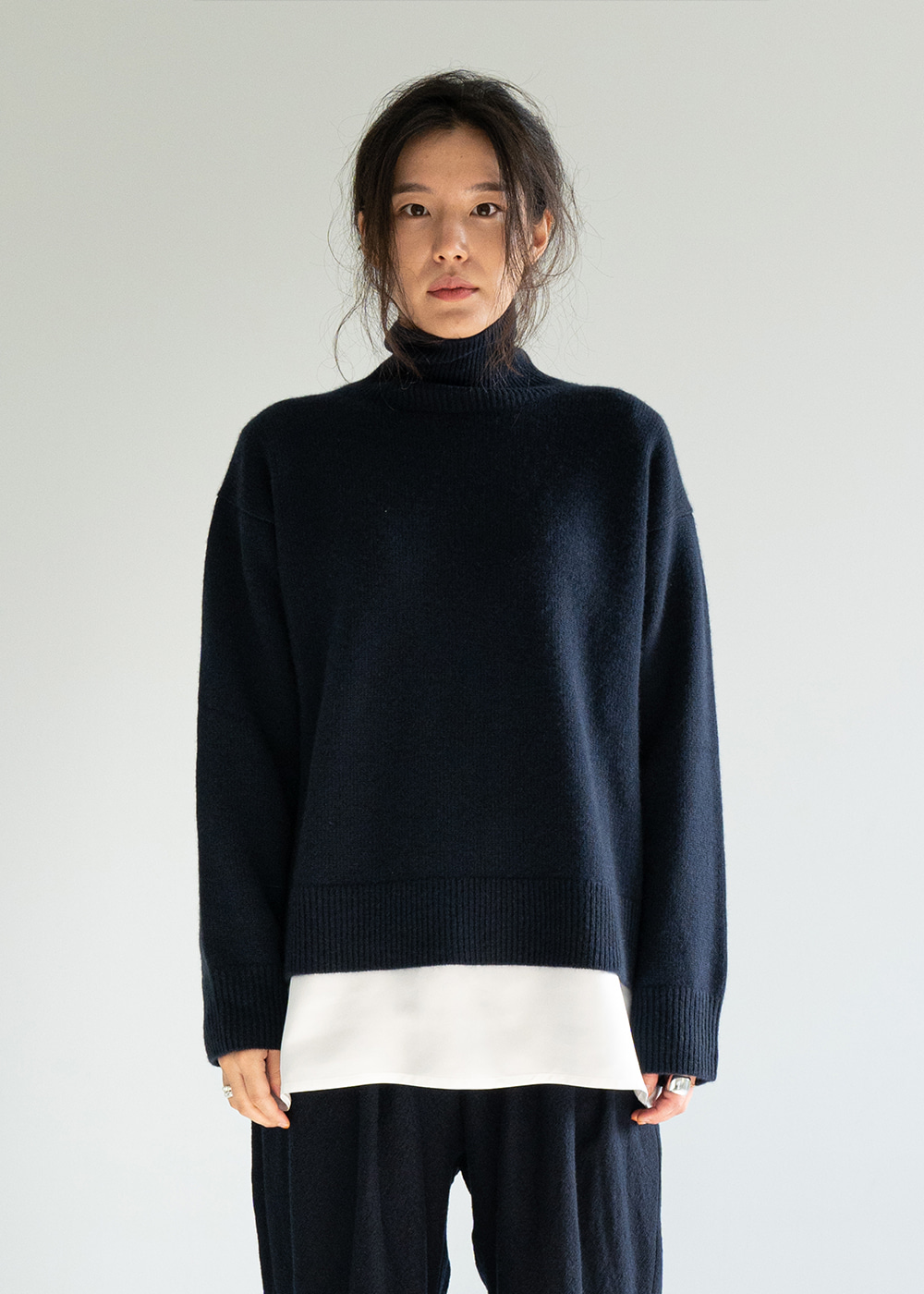 MOORE HIGHNECK CASHMERE SWEATER